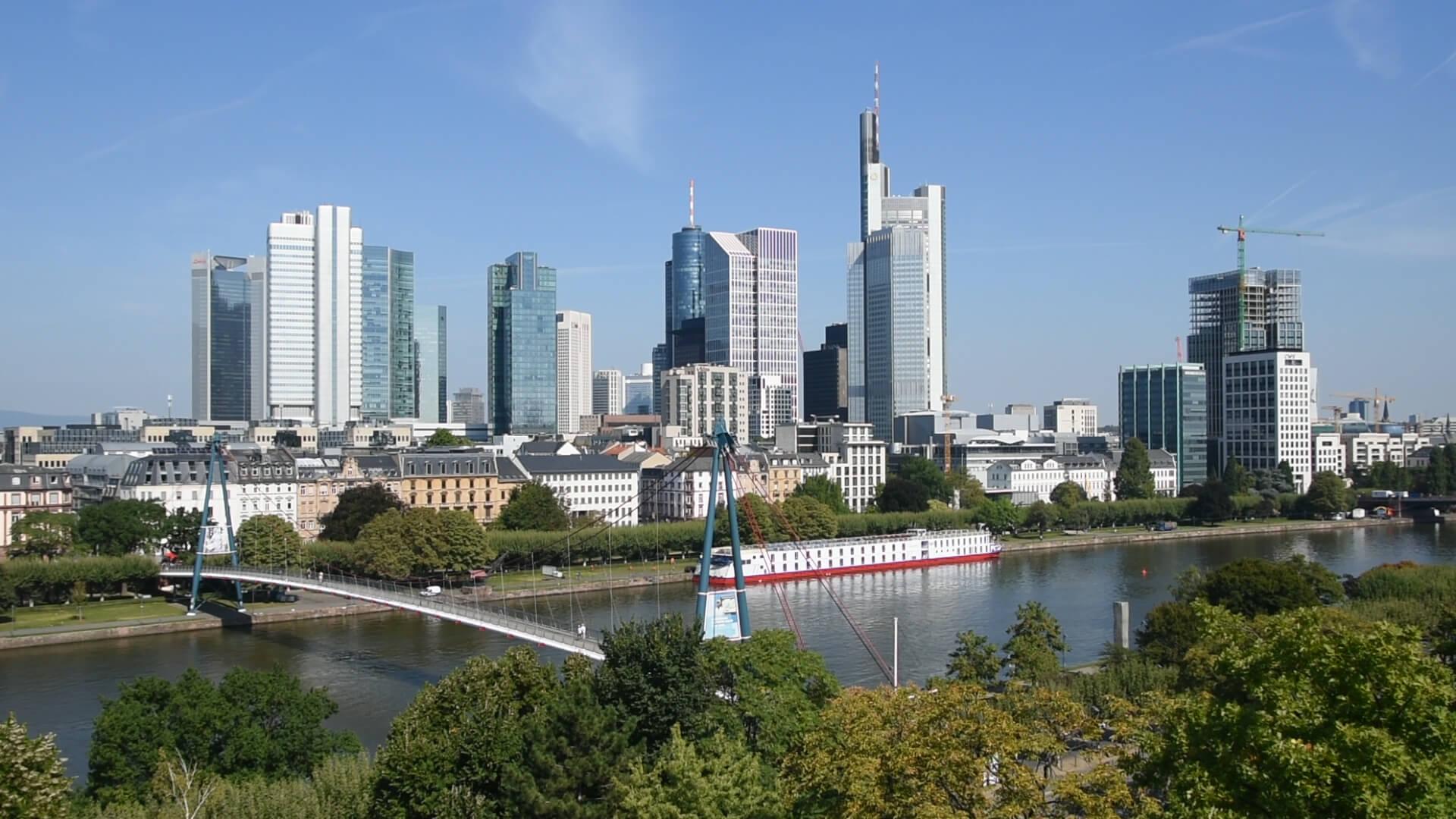 Blick auf die Frankfurter Skyline von der Kommunikationsberatung BCC aus
